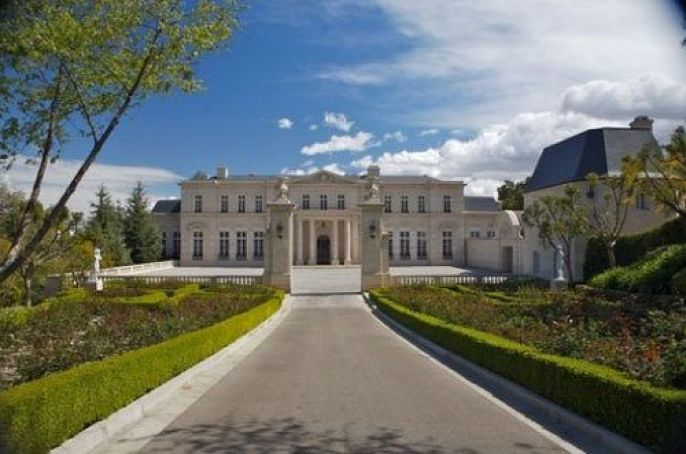 Yuri Milner takes out a $50 million mortgage on Fleur de Lys