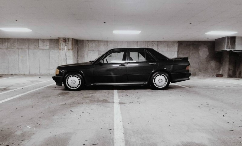 dirtyoldcars.com Mercedes 190E 2.3-16V Found in Boston Black 5