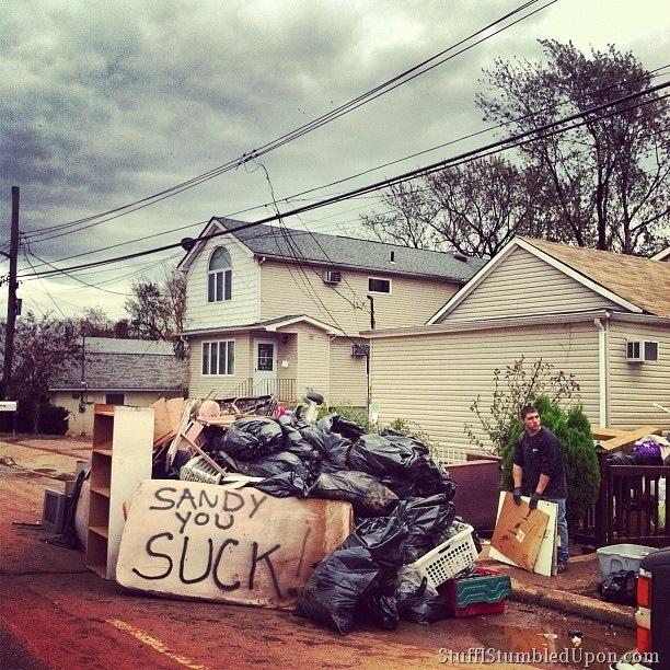 hurricane-sandy-photos-pics-new-york-city-staten-island-cleanup-trash-helping-people-3