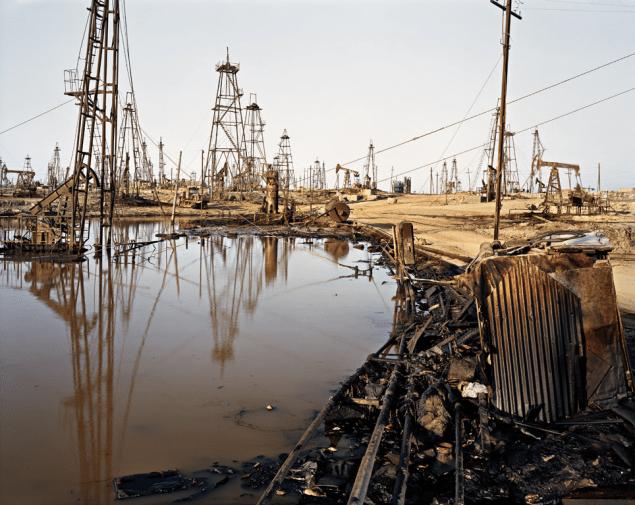 Edward Burtynsky, SOCAR Oil Fields #4, Baku, Azerbaijan, 2006