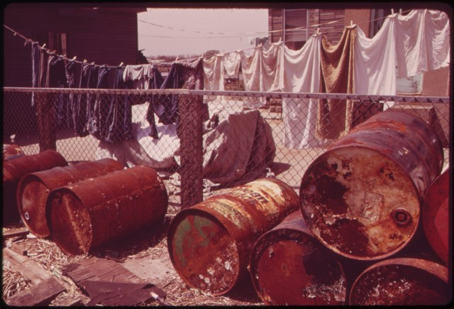 RUSTY_OIL_CANS_PILE_UP_NEAR_HOME_IN_BROAD_CHANNEL,_A_JAMAICA_BAY_COMMUNITY_WITH_NUMEROUS_POLLUTION_PROBLEMS_-_NARA_-_547896