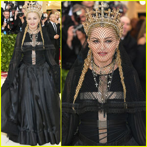 Madonna-wearin-cross