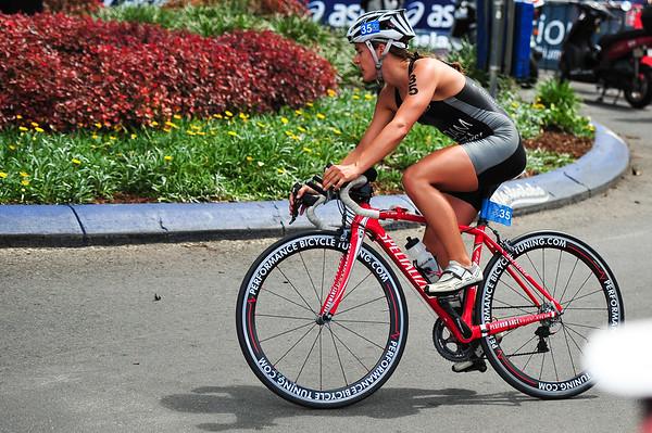 Teresa Adam - 2010 Mooloolaba Women's ITU World Cup Triathlon, 28 March 2010. Photos by Des Thureson: http://disci.smugmug.com
