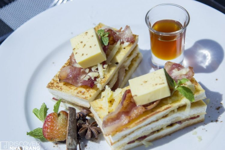 Waffles Breakfast-Lunar Lounge-Nha Trang-Breakfast