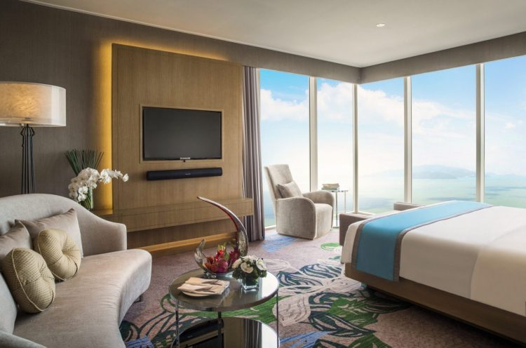 1_exec-suite-bed-room