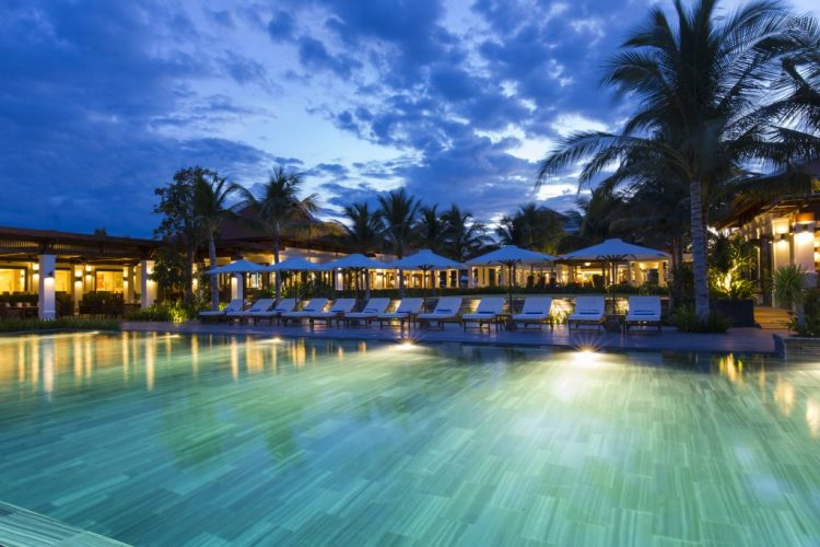 poolside-the-anam-resort-nha-trang