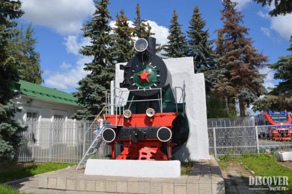 Паровоз Су-214-33 у жд вокзала Калуга-1