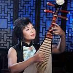 Gao Hong playing the pipa