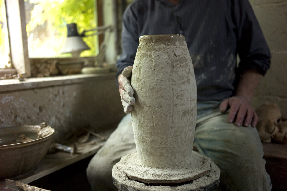 Mike-Dodd-Throwing-Vase