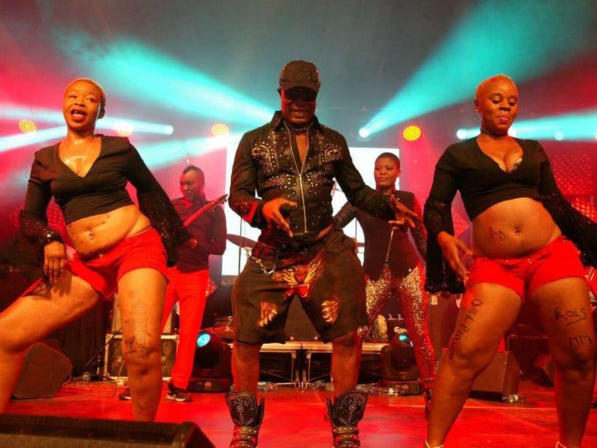 Kofi Olomide on stage