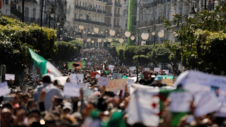 Protesters clash with police in the streets of Algiers, Algeria, during a demonstration denouncing President Abdelaziz Bouteflika's bid for a fifth term, March 1, 2019. Credit/VoA