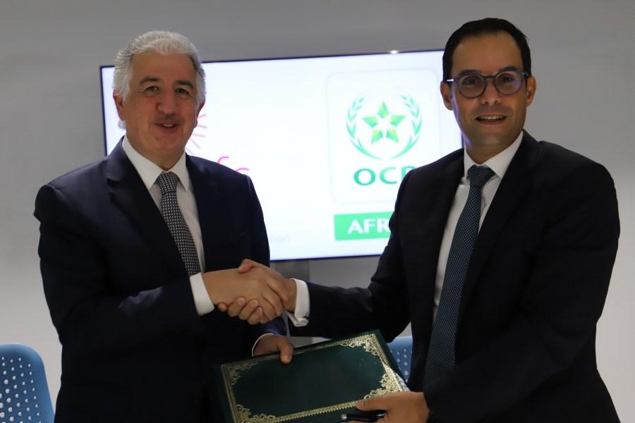 ITFC CEO Eng. Hani Salem Sonbol and CEO OCP Africa Mr. Karim Lotfi Senhadji sign MOU to improve agriculture in Africa