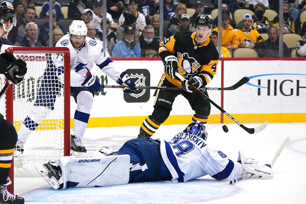 Lightning finally get regulation lead, beat Penguins 5-1
