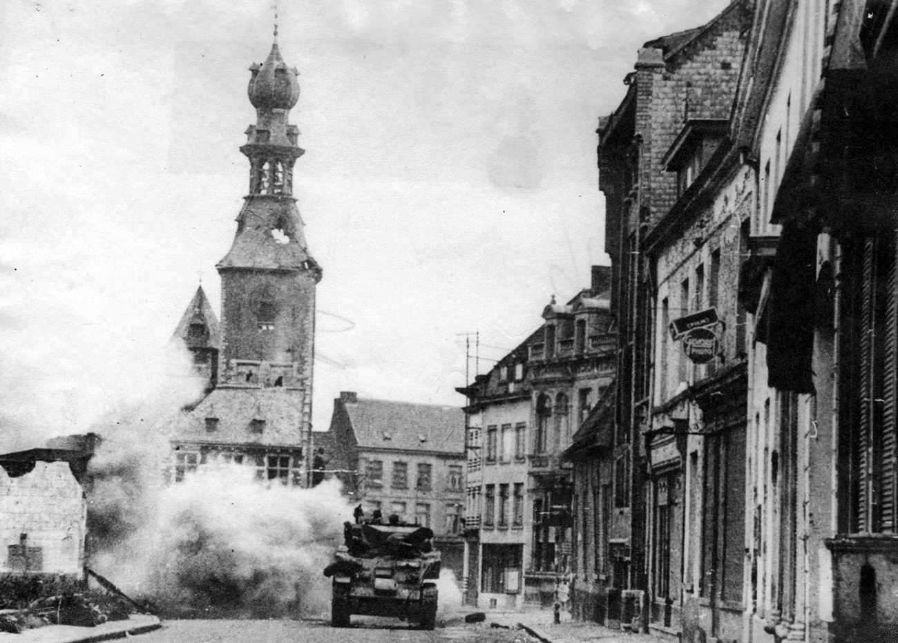 Polish tank entering Tielt
