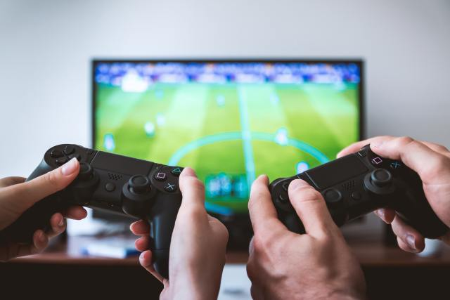 Video game competition and sibling rivalry