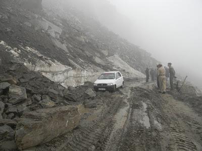 Landslide near Rohtang