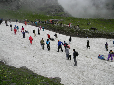 Tourists on avalanche
