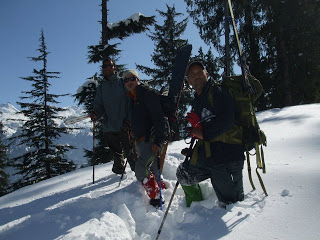 Backcountry skiing enthusiasts in Manali