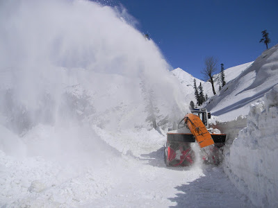 Snow cutter on Manali-Leh road