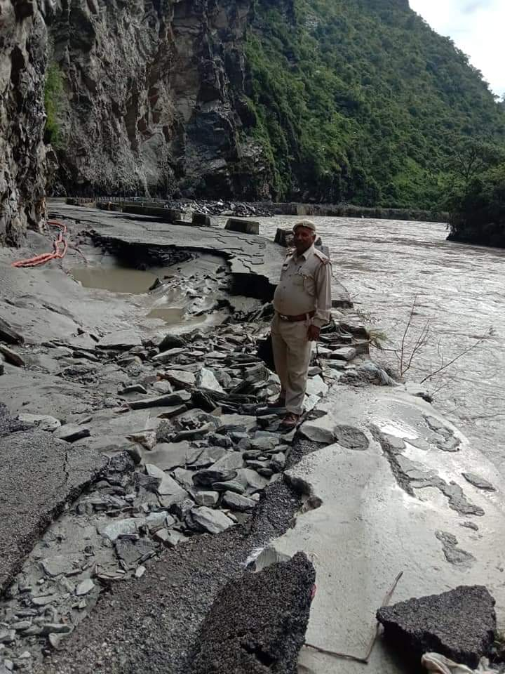 Beas damages national highway near Hanogi Temple