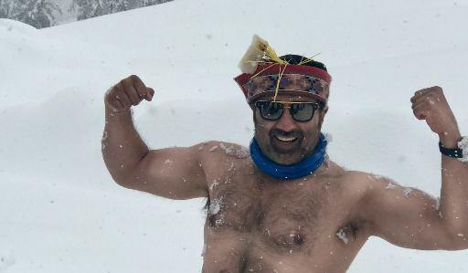 Sunny Deol in snowfall in Manali