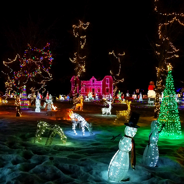 Leduc Country Lights - Photo Credits: Passports & Pigtails (Twitter - @MomsWanderlust)