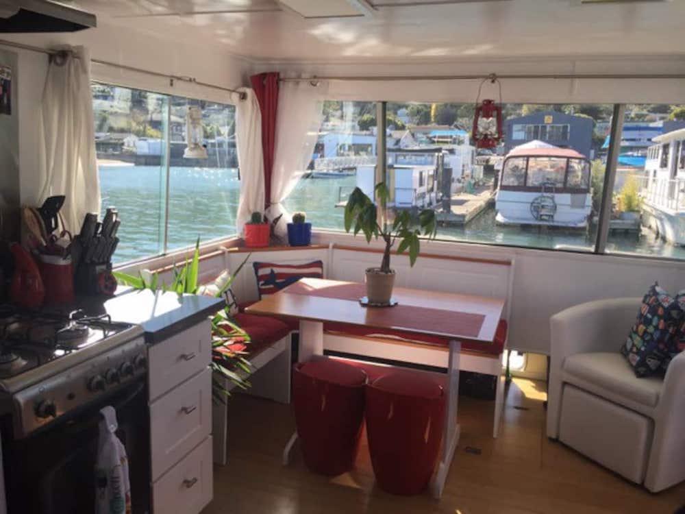 Sausalito Houseboats - Bridgeway Boat Dining Area