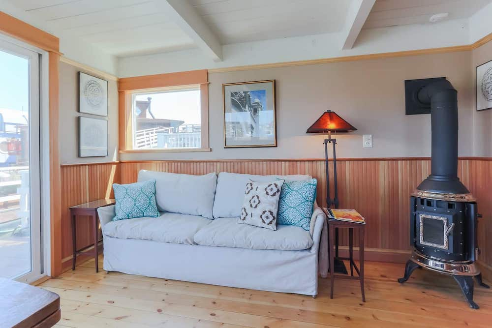 Sausalito Houseboats - Guest Gottage Living Room