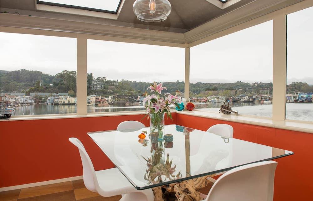 Sausalito Houseboats - TOBIKO Dining Area