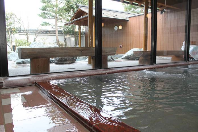 "The beautiful scenery of the four seasons Sekigawa Village has ""Echigo Sekikawa Onsenkyo,"" where five hot springs"