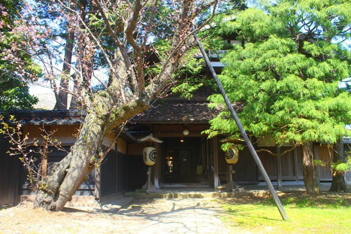 "Former Kazama House ""Shindo"" is a base of the residence and business of Kozaemon"