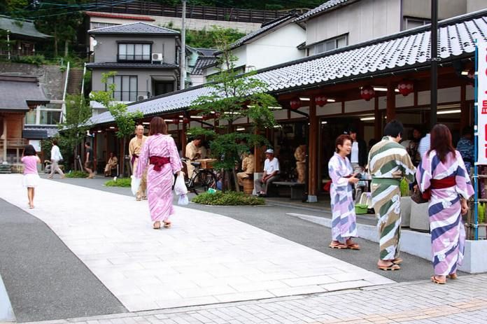 Many inns that boast high-quality hot springs, seasonal food, and warm hospitality in Atsumi Onsen