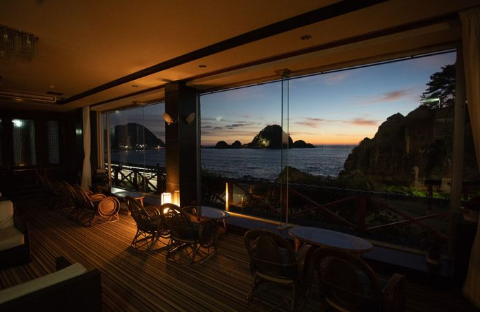 Rooms in Hotel Yaotome have an outstanding location overlooking the Sea of ​​Japan