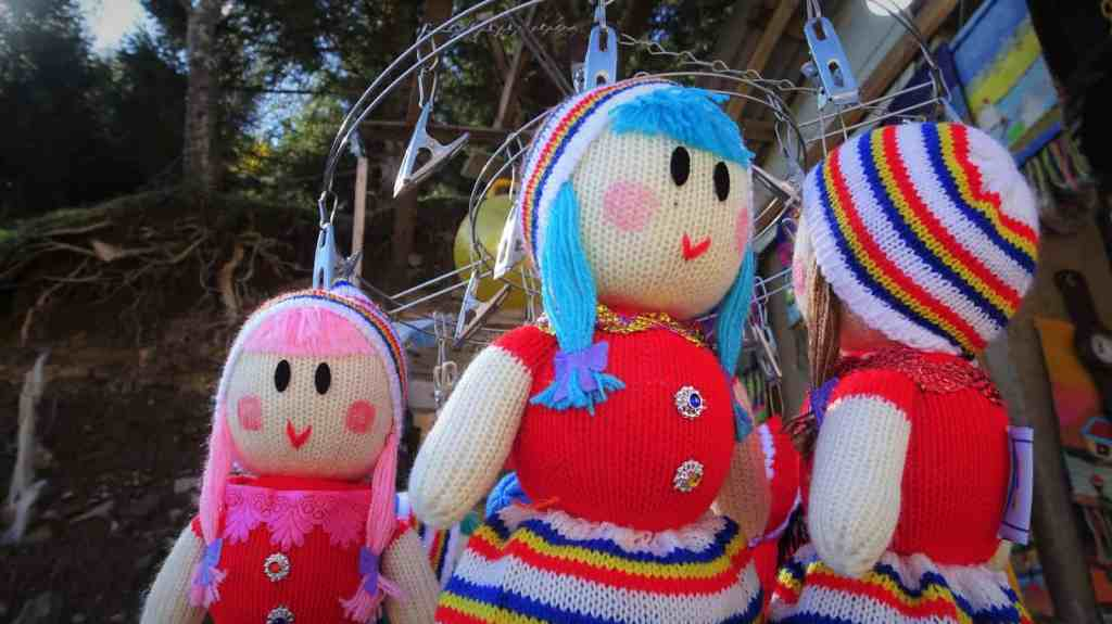 Javaher Deh - colorful knitted dolls