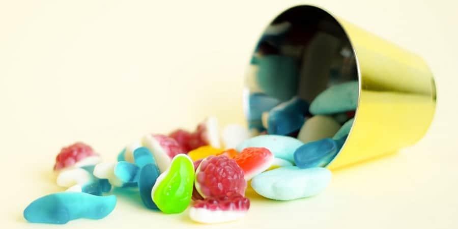 stem activities-edible engineering activities-candy stem project-bucket gummy candies
