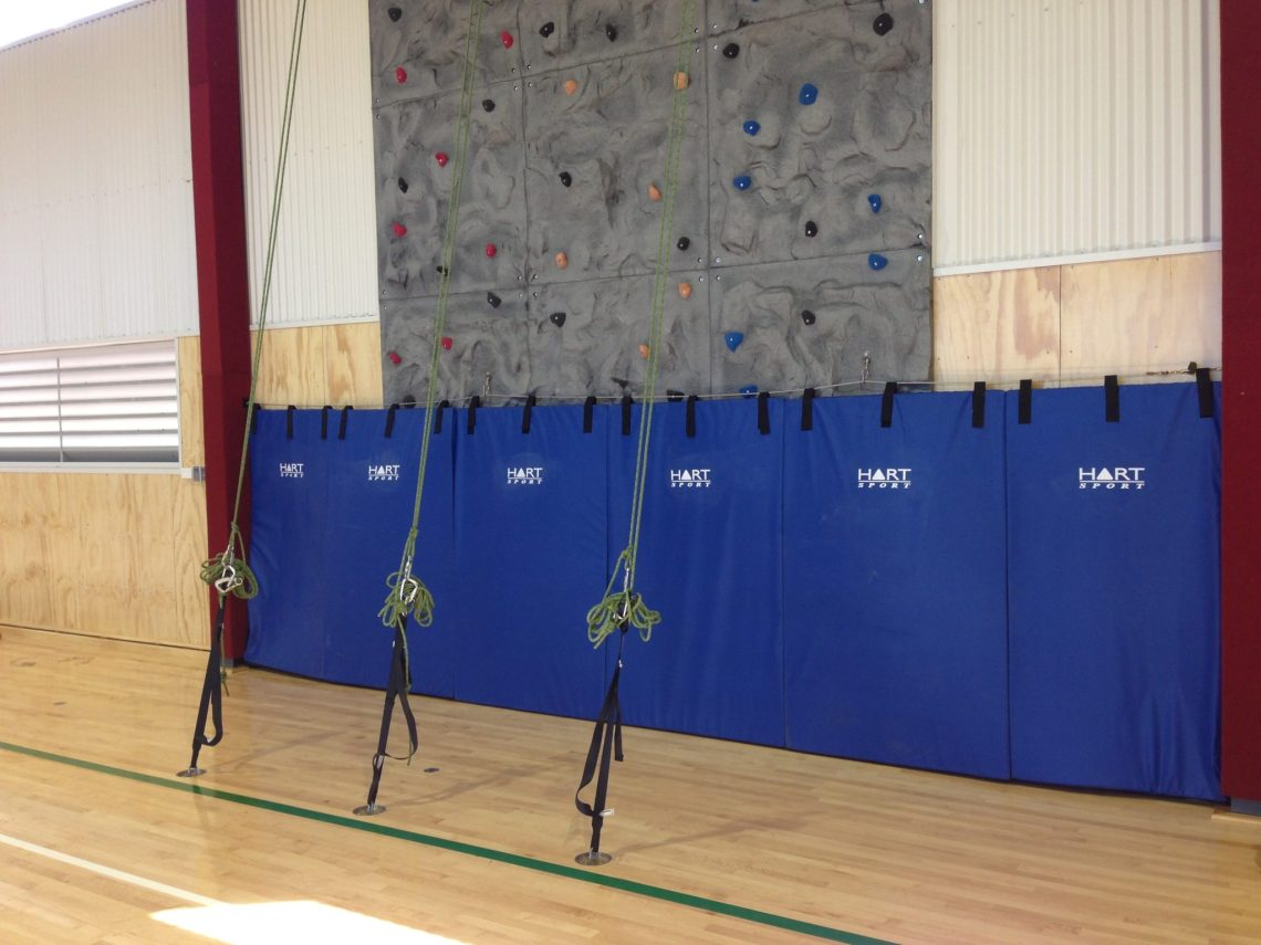 Safety mating with a 3 climber rock wall