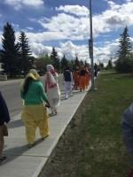 People walking towards the dashmesh centre