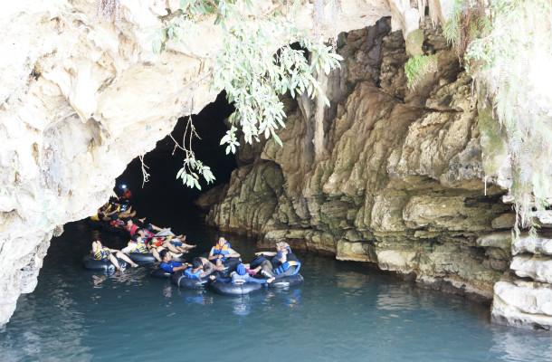 caves gunung kidul