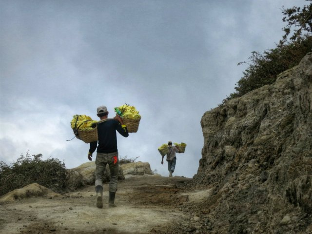 ijen down to the crater (1)