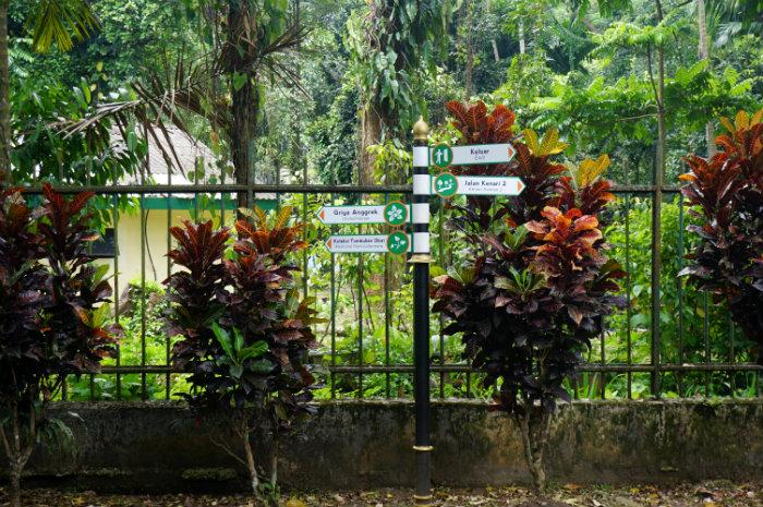 signage at Kebun Raya Bogor