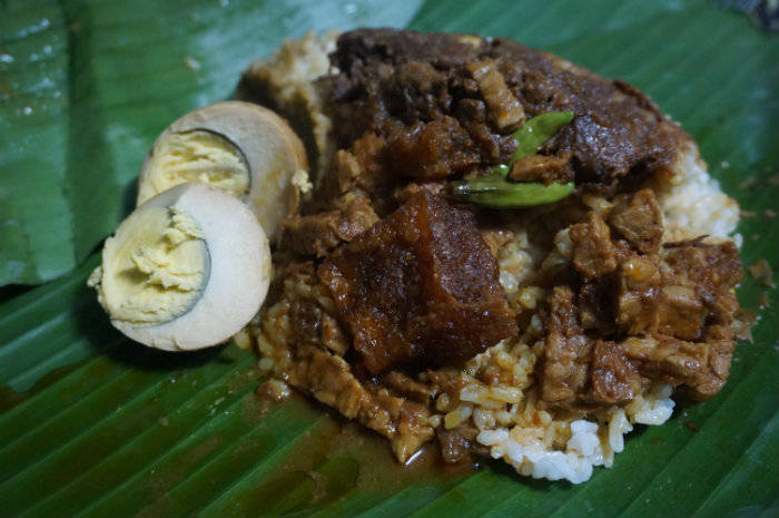 where to eat in yogyakarta - gudeg pawon