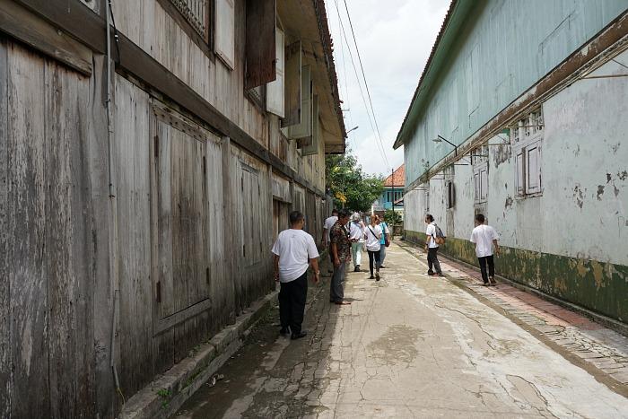 street inside al munawar village