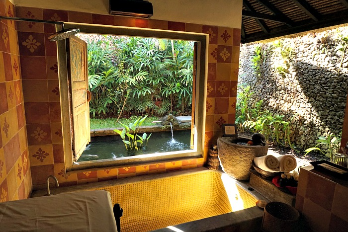The lovely setting bathroom of Dedari Suite
