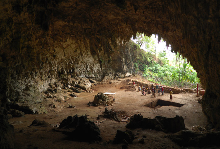 liang-bua-cave-in-flores