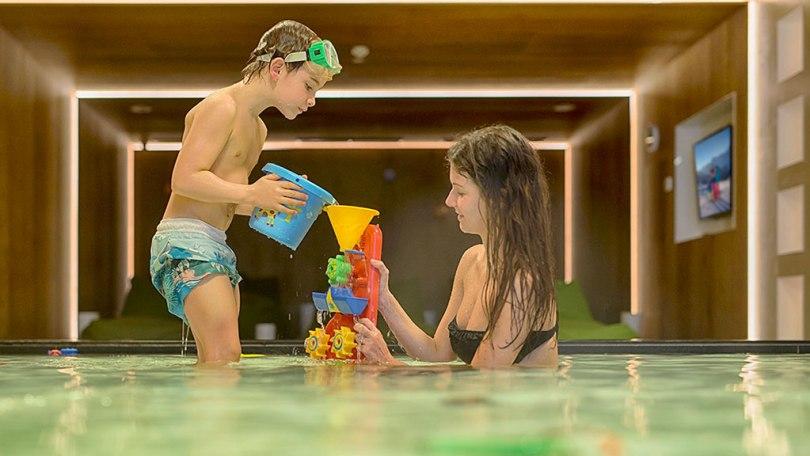 aNELLA FAMILY SPA BLUE PLANETE SULLA NEVEtop_family_pool