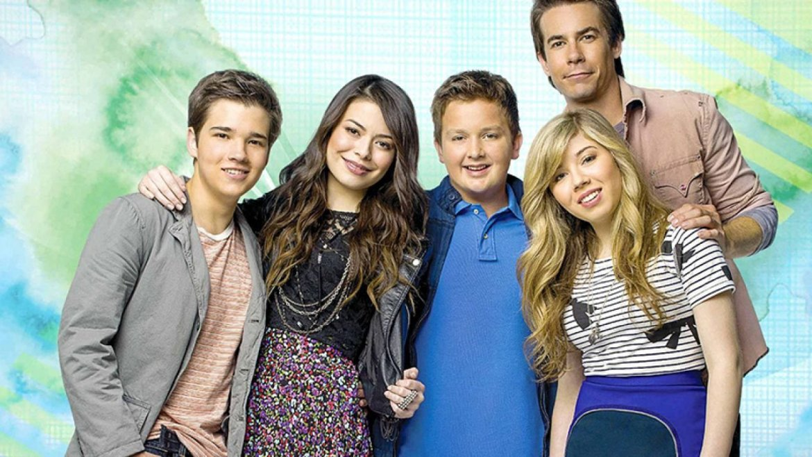 The cast of iCarly returning for a new revival on Paramount+