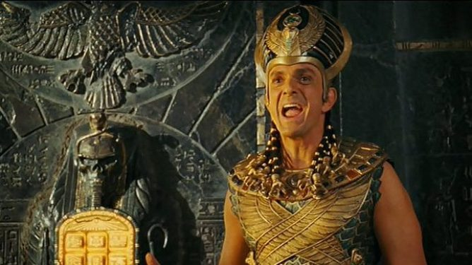 Hank Azaria as Kahmunrah with the ancient golden tablet in Night at the Museum: Battle of the Smithsonian.
