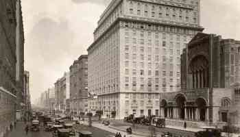 New York's Park Avenue once included a walkable park lane