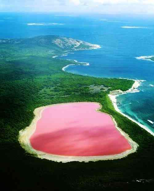 Australia's Lake Hillier pink color