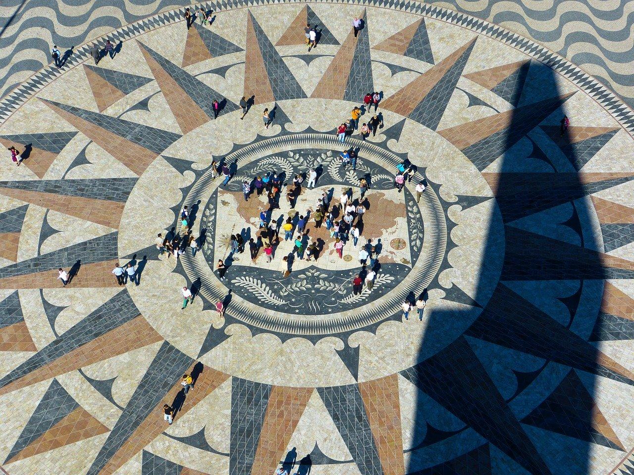 Rosa de los vientos en el Monumento de los Descubrimientos Lisboa